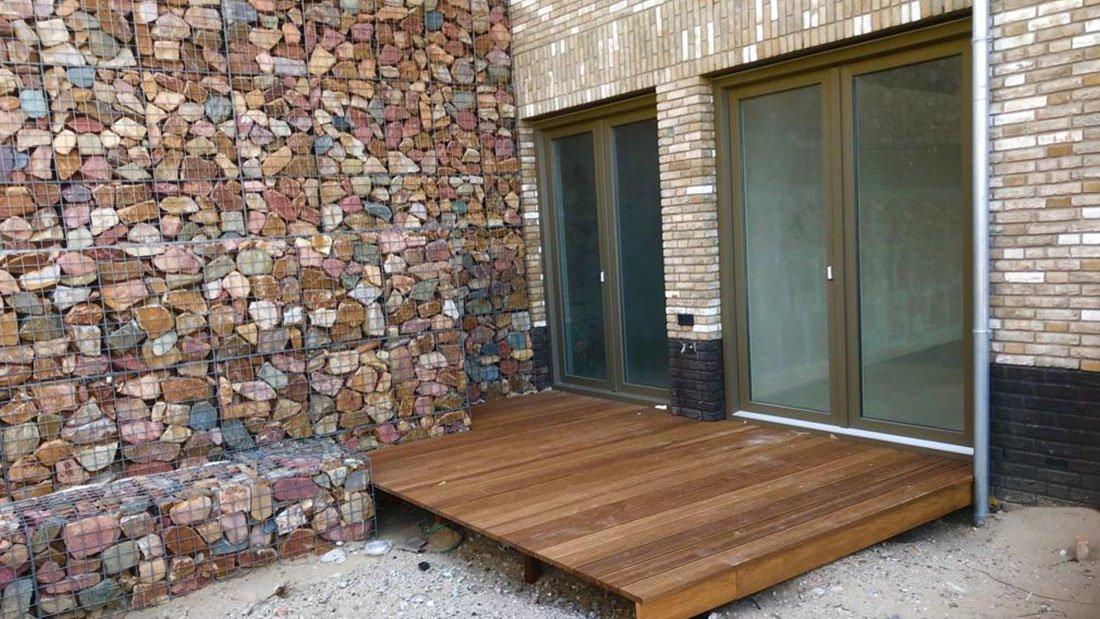 Realisatie hardhouten terrassen La Vie Katwijk